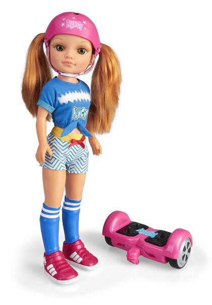 Nina Nancy Un día con el hoverboard