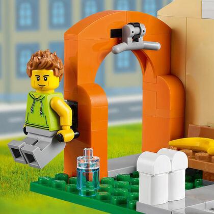 LEGO City Calle de Tiendas (60306)